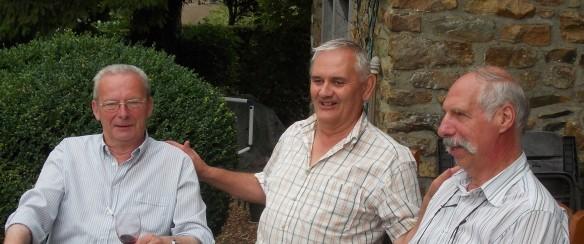 Gaston Lejeune, ancien président, et Jean-Paul Frisée, président depuis 2013, entourent leur vice-président, Yves Delrée