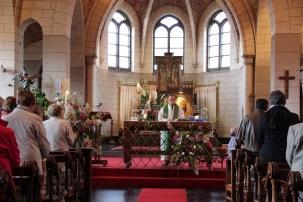 L'abbé Jean-Marc Ista préside la célébration