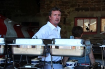 Aux commandes du BBQ, Jean-Marc, le Chef !